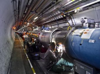 20091026215255-tunel-acelerador-lhc.jpg