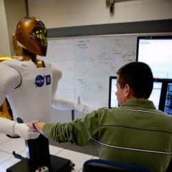 20101108224512-ensayos-robot-astronauta.jpg